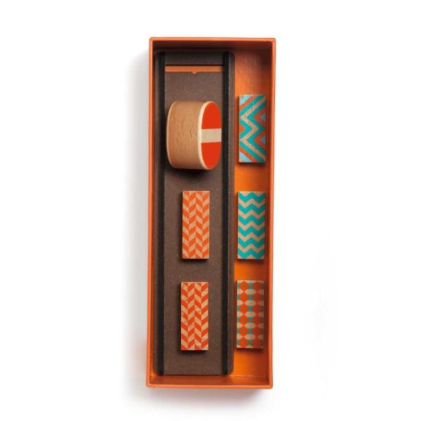intérieur de la boite Zig & Go Culbuto avec les accessoires dominos rampe et jeton en bois