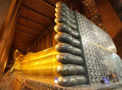 golden reclining buddha