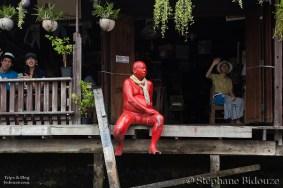 statue-rouge-baan-silapin