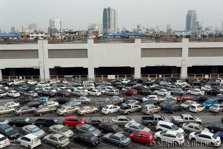 cars-parked-bangkok