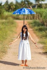 thai-woman-umbrella-head