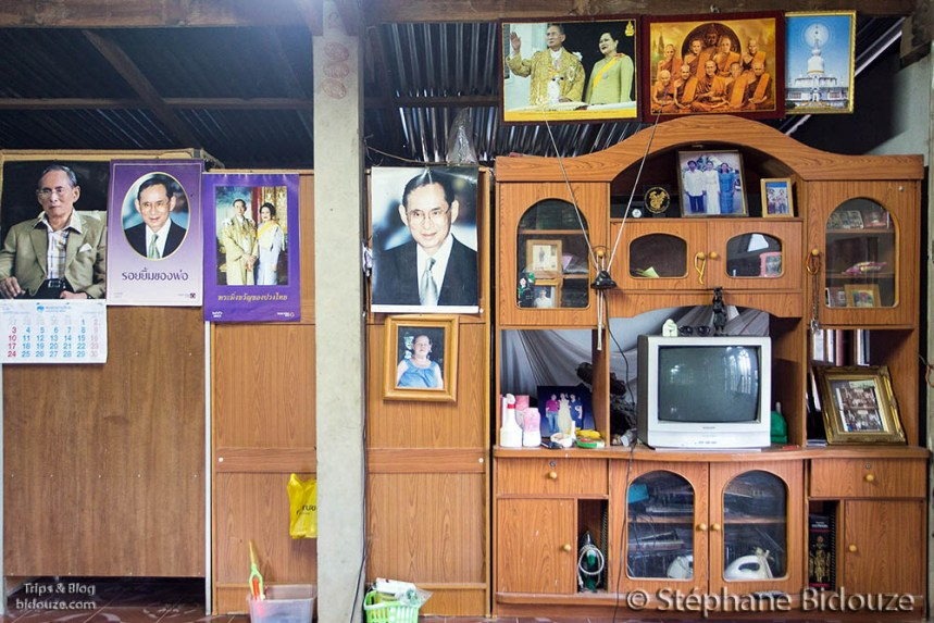 King photos in a traditional Thai Home