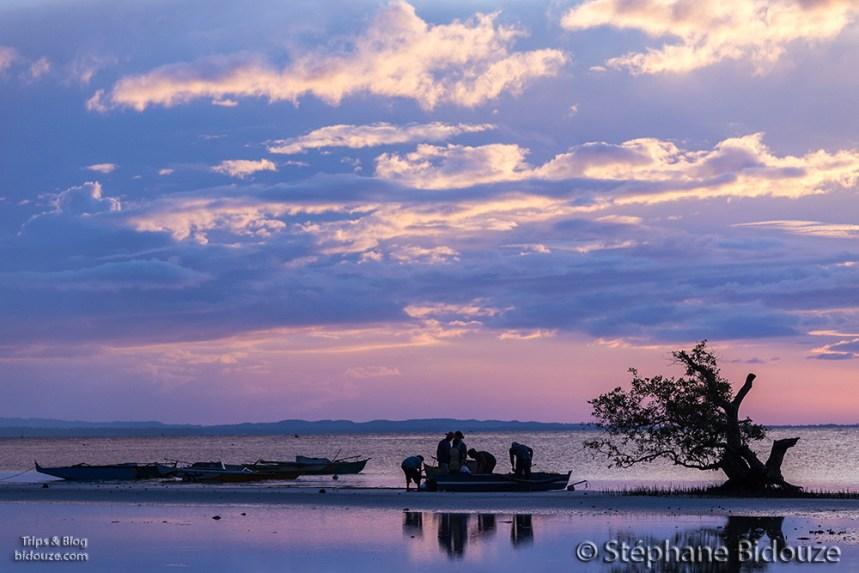 Fishermen at dusk on Sangugan beach