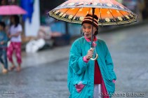 woman-banaue-umbrella-rain