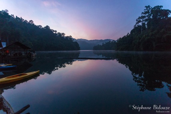 lac-rose-matin-lever-soleil-thailande