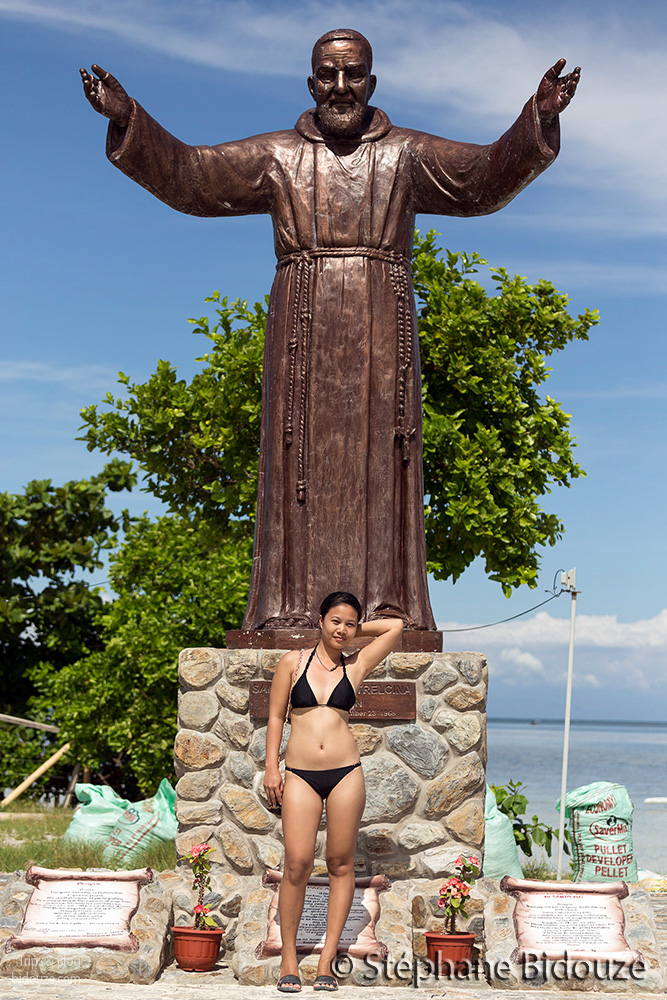 Rowena and the religious statue