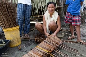 femme-philippines-tressage-cocotier-feuille