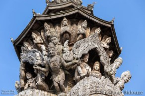carving-sculpture-sanctuary-truth-pattaya-thailand