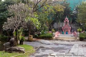 buddhist-altar-erawan-garden-museum-bangkok