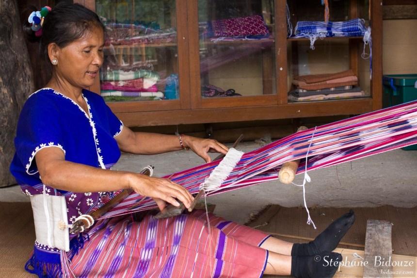 karen-tissage-femme-métier-tisser-thailande