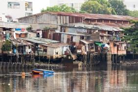 pauvreté-saigon-vietnam-maison-taudis