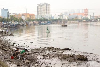 pecheurs-rivière-saigon-pollution-vietnam
