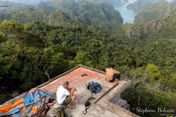 viewpoint-along-halong-bay-cat-ba-island