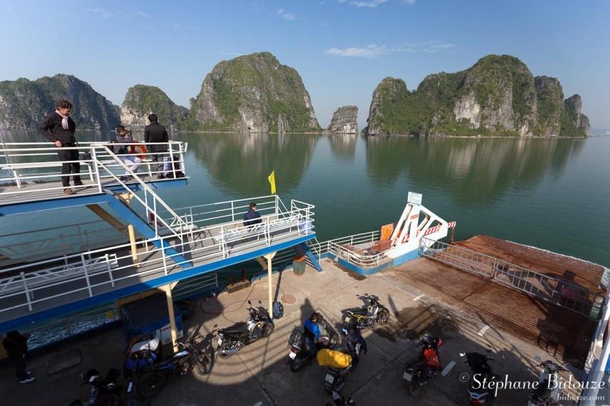 ferry-bateau-halong-cat-ba-vietnam