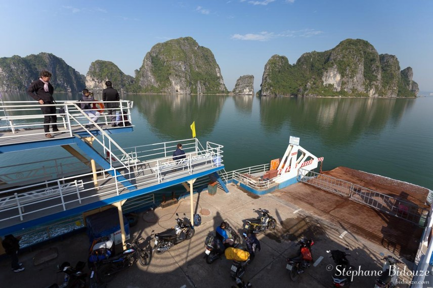ferry-bateau-halong-cat-ba-vietnam