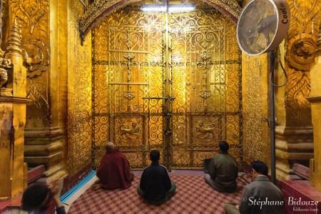 Mahamuni-dorée-porte-bouddha-mandalay