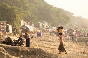 femmes-bois-transportant-mandalay