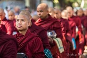 Mahagandayon-moines-repas-file-queue