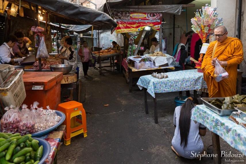 moine-aumone-marché-thailande