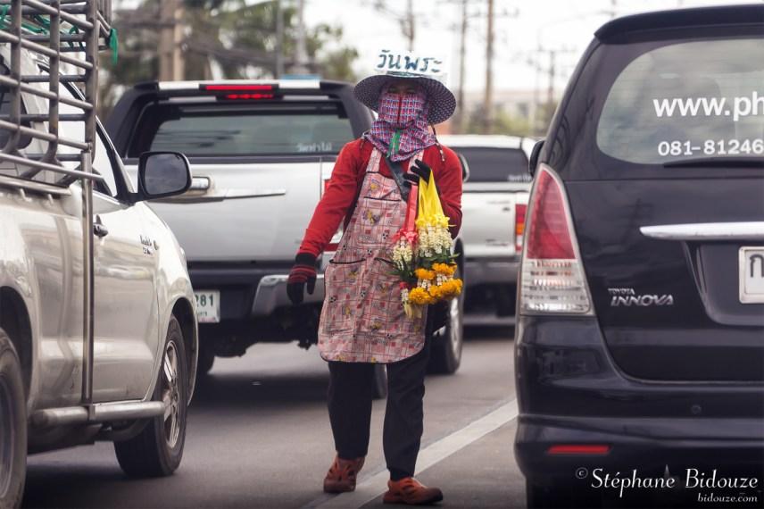 vendeuse-route-thailande-offrandes