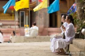 thai-femme-priere-temple