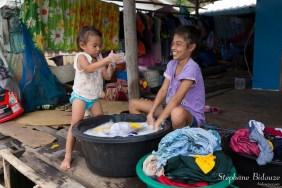thai-enfants-lessive-village-ile