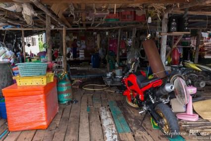 thai-maison-bois-interieur-ile