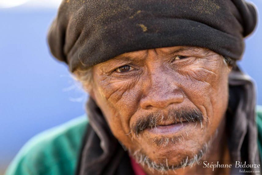 homme-tailande-clochard-sdf-triste-portrait