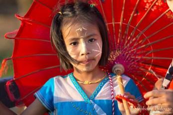 umbrella-Sangkhlaburi-petite-fille
