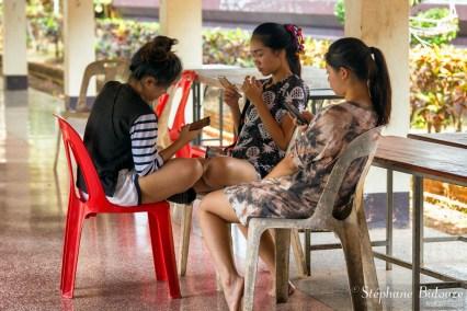 filles-smartphone-thailande