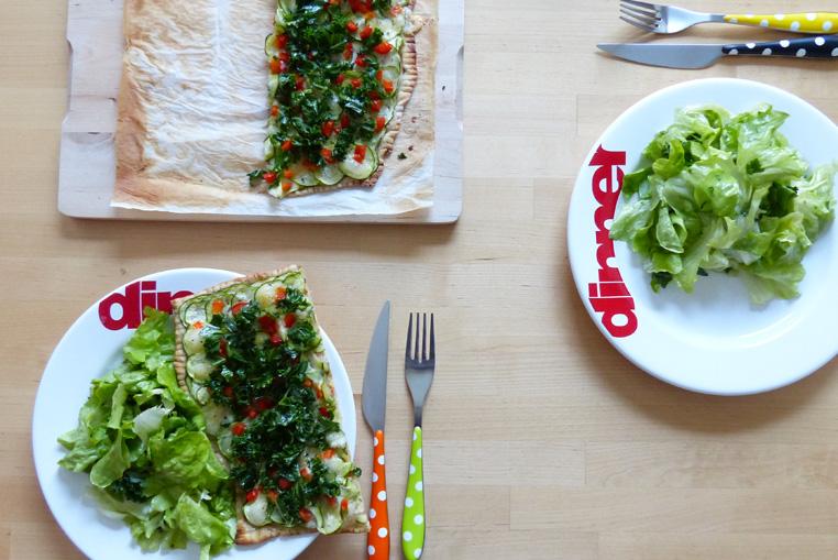Pizza-maison-au-chou-kale---A-table!