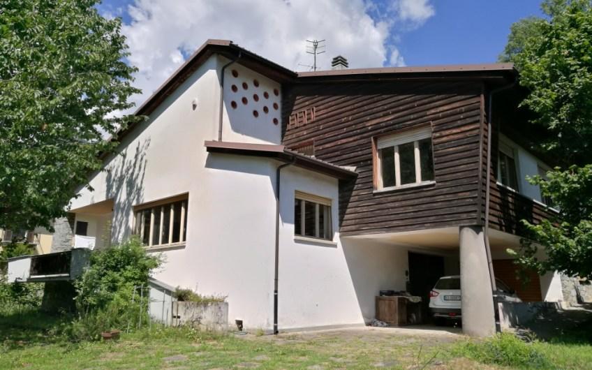 TORRE PELLICE – Villa ampia metratura