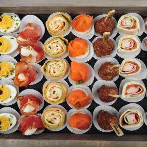 catering hapjes buffet op plateau
