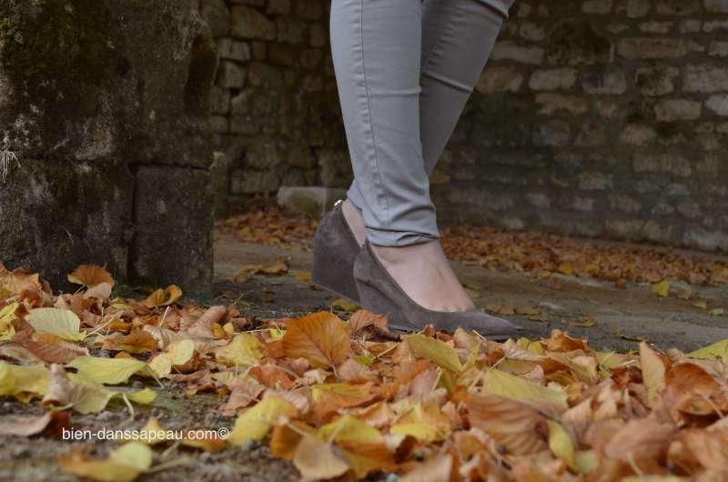 look-monochrome-beige-automne-escarpin-nubuk