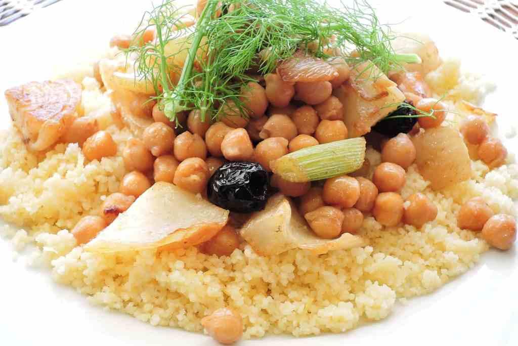complémentarité des protéines végétales : semoule et pois chiches