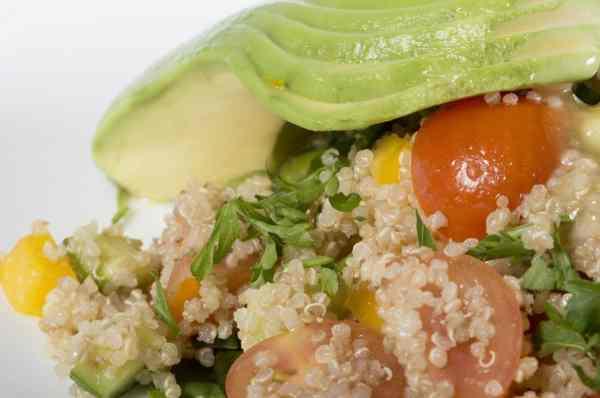 salade repas quinoa saumon avocat