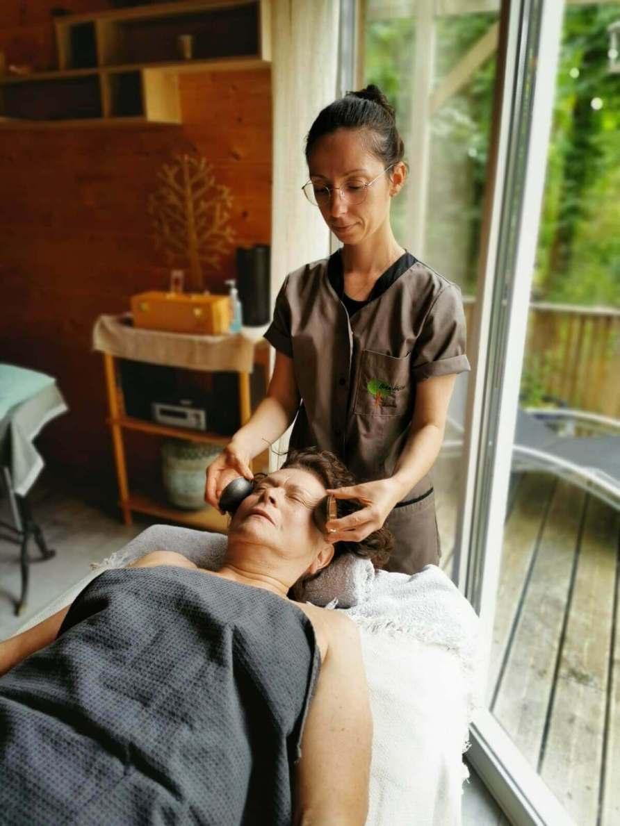 Massage liftant visage et buste