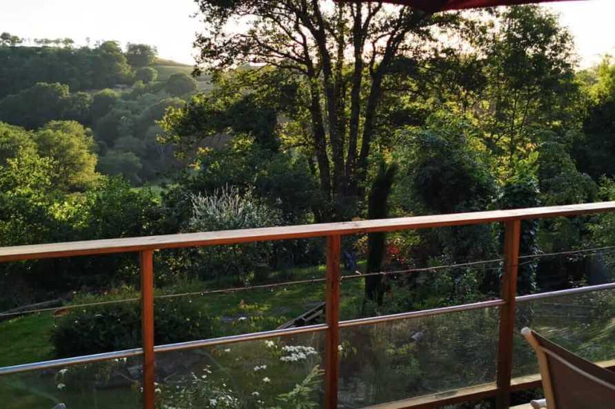 Vue depuis la terrasse du lodge sur pilotis
