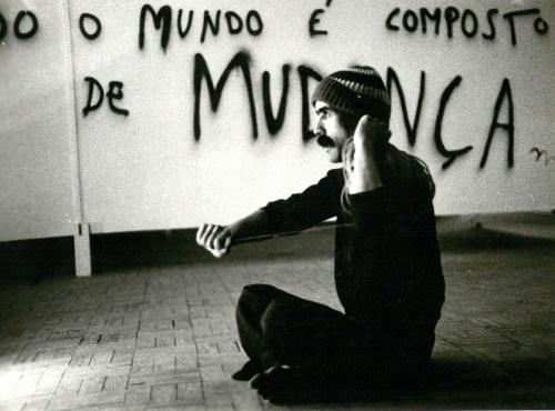 """Performance """"FIO N OVO"""" de Silvestre Pestana, II Bienal Internacional de Arte de Cerveira (1980)"""