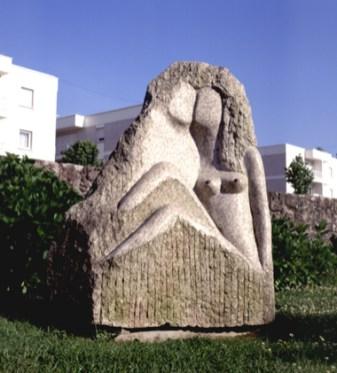 Maria José Caramez, 1996 ENAMORADOS Pedra 140 x 60 cm