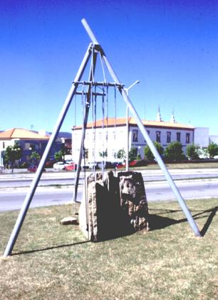 Carlos Barreira 1996 SEARA-MECÂNICA Escultura em Granito e Metal 550 x 700 x 400 cm