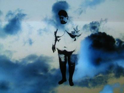 José Quintanilha 2004 FLY ME TO TALE Projeção em Slide-Show (Montagem com foto digital) Dimensões Variáveis
