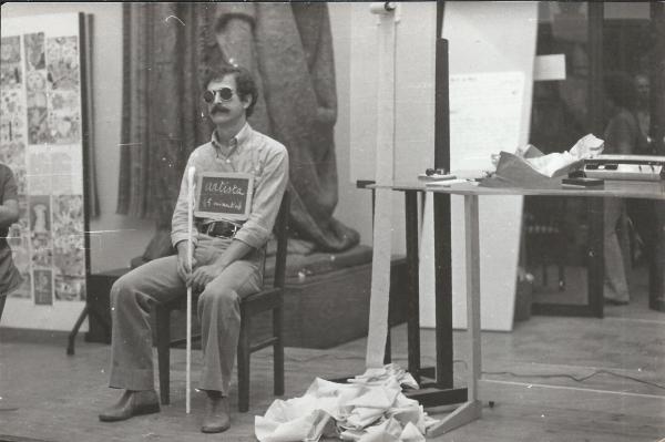 ©Galeria Alvarez | Intervenção de Roauldès no Museu Malhoa – 10 de Agosto de 1977. A obra visível na imagem integrará a exposição.