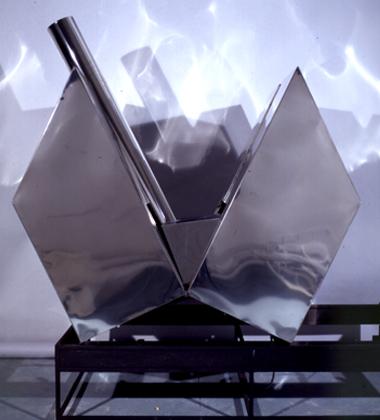"Alberto Vieira, 2003 ""Casa-tanque"" Prémio Baviera na XII Bienal Internacional de Arte de Cerveira, realizada de 16 de agosto a 21 de setembro 2003. 240x110x90 cm"