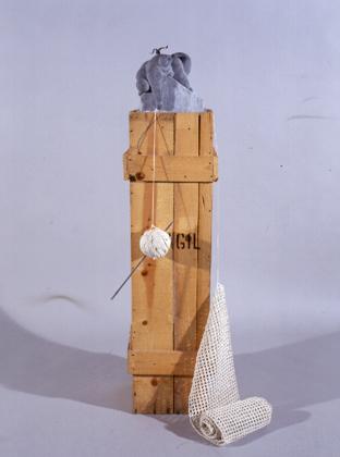 João Duarte 2003 NO DESALINHO ENCONTRO CAMINHOS NA LUA Escultura em Mármore 23 x 23 x 125 cm