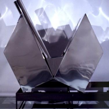 Alberto Vieira (PT) Casa-tanque, 2003 Escultura 240 x 110 x 90 cm Prémio Baviera na XII Bienal Internacional de Arte de Cerveira, realizada de 16 de agosto a 21 de setembro de 2003.