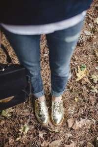 comment porter les chaussures dorées