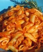 Deliciosa pasta con salsa de pimiento morrón