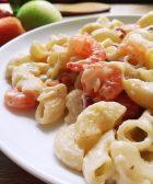 Pasta con camarones cremosos y facil