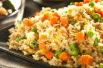 Delicioso arroz con zanahoria y guisante